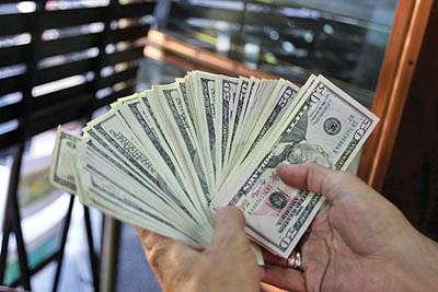 چرا امروز دلار 4 هزار تومانی شد؟ + جدول