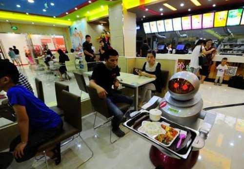 تاثیر ربات ها بر بازار کار تا سال 2025 میلادی