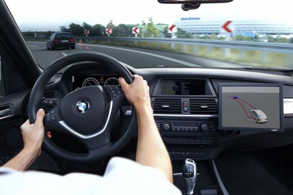 بررسی انواع مختلف سیستمهای فرمان در خودروها
